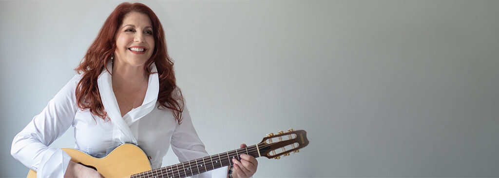 Singer Songwriter Elaine Lucia with guitar